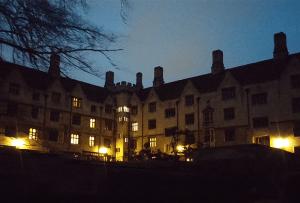 college-beleuchtet-740x500